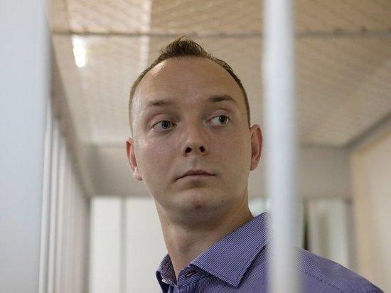 По словам адвоката задержанного за госизмену, допроса пока не было