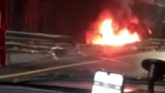 Под Новгородом фура опрокинулась в кювет и сгорела: видео