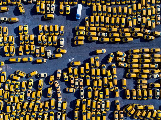 Таксисты устроили забастовку в Керчи - СМИ