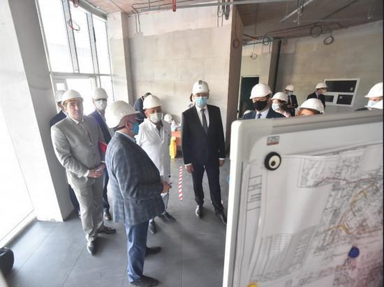 Андрей Травников проконтролировал строительство перинатального центра в Новосибирске