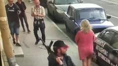 В центре Санкт-Петербурга пьяный напугал прохожих автоматом: видео