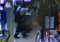 В Уфе разыскивают дерзкого вора, похитившего набитый деньгами банкомат