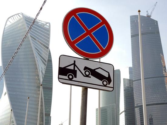 Мужчина хочет добиться, чтобы некоторые запрещающие таблички действовали на обе стороны дороги