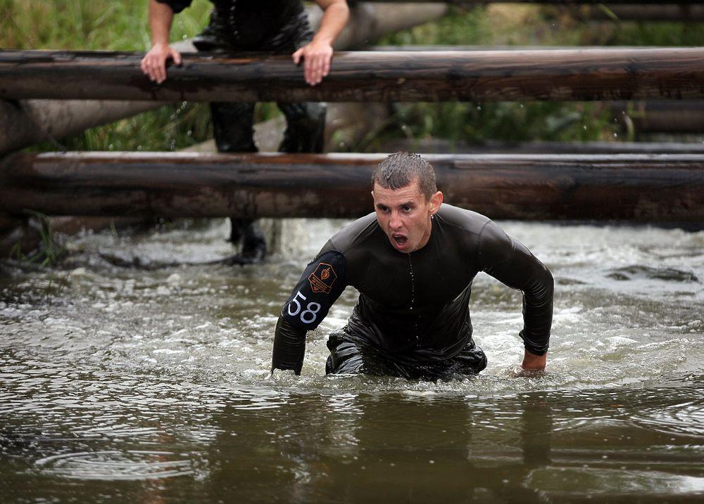 Военных полицейских бросили «под танки»: суровый фоторепортаж