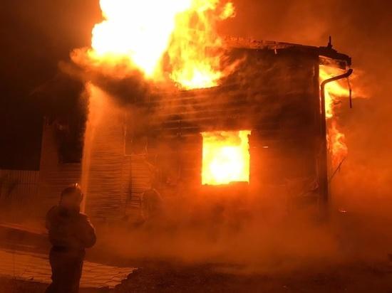 В Заокском районе сгорел дом и хозпостройки