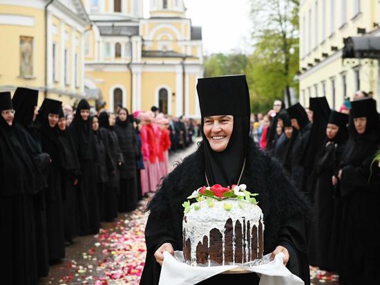 Награжденная Путиным игуменья приобрела «Мерседес» за 10 миллионов: РПЦ молчит