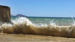 Море волнуется: шторм в Коктебеле распугал отдыхающих