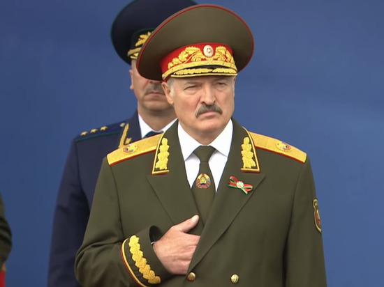 Лукашенко: в Конституции надо закрепить, что президентом можно стать после армии
