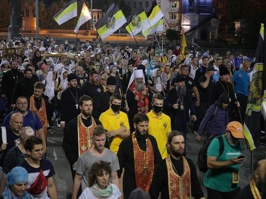 Крестный ход в Екатеринбурге прошел без соблюдения масочного режима и социальной дистанции