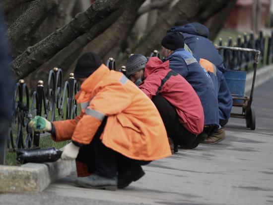 """Десятки мигрантов перекрыли входы в """"Лахта Центр"""" в Петербурге"""