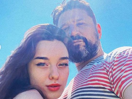 Звезда «Счастливы вместе» Виктор Логинов собрался жениться на молодой актрисе