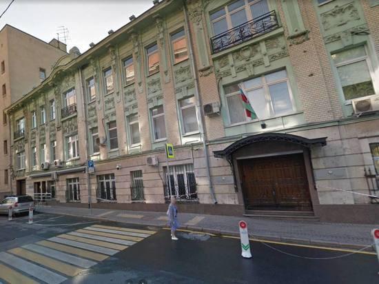 Азербайджанец избил полицейского возле посольства в Москве