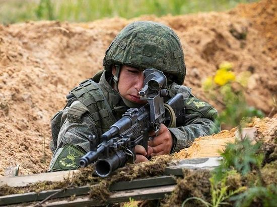 В учениях задействованы почти 150 тысяч военнослужащих, авиация, флот