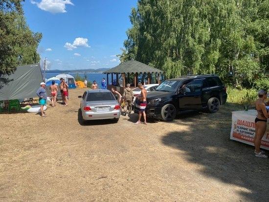 С прибрежной зоны Тургояка полицейские убрали более ста машин отдыхающих