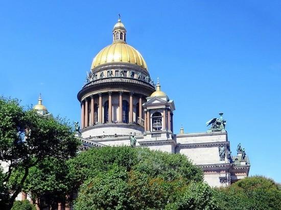 В Исаакиевском соборе Петербурга возобновились богослужения