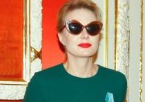 Рената Литвинова показала редкое фото дочери с женихом