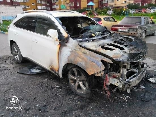 В поселке Водников ночью сгорел Lexus