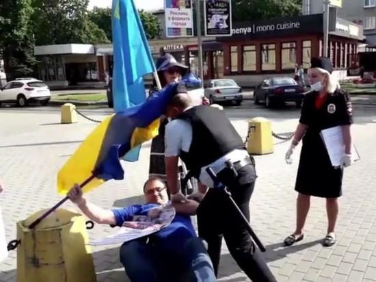 В Ленобласти завели дело на мужчину, случайно сбившего кепку с полицейского
