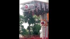 Катавшиеся на карусели в Нальчике застряли вниз головой: видео