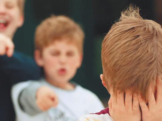 «Меня все ненавидят»: почему талантливые дети часто подвергаются травле
