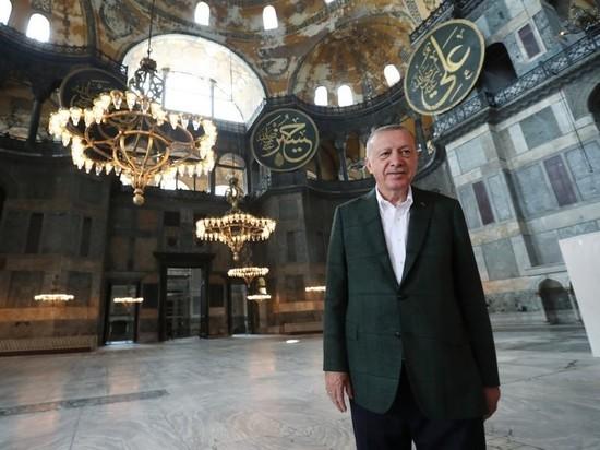 Эрдоган посетил превращенный в мечеть собор Святой Софии