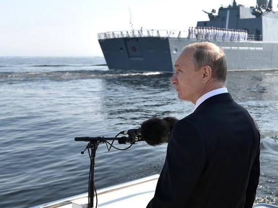 Путин: Россия продолжит строить корабли с новейшими вооружениями
