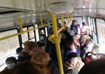 Если хотя бы год назад какой-то деятель предрек бы, что переполненный автобус станет без всяких преувеличений смертельно опасным местом, его как минимум высмеяли бы на каждом углу в соцсетях