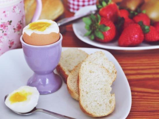 Врач советует есть яйца на завтрак