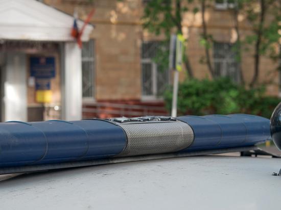 По словам родных молодого человека, которого якобы избили полицейские, пара поссорилась из-за соседа