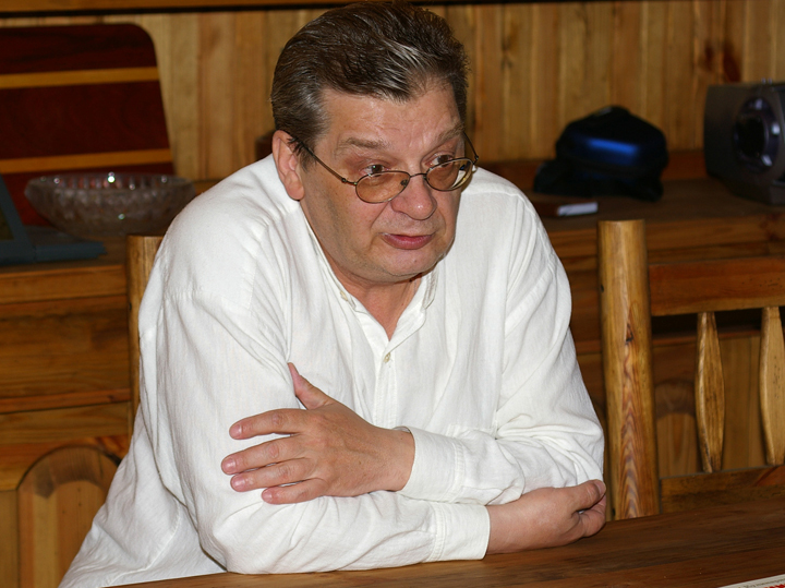Профессор хорошей погоды: умер знаменитый телеведущий Александр Беляев - МК
