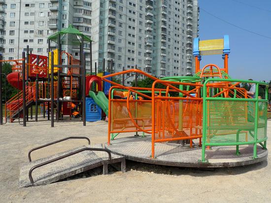 7-летний мальчик умер в Ростове, прикоснувшись к столбу освещения