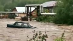 На Урале из-за дождей под воду ушел город: видео очевидцев