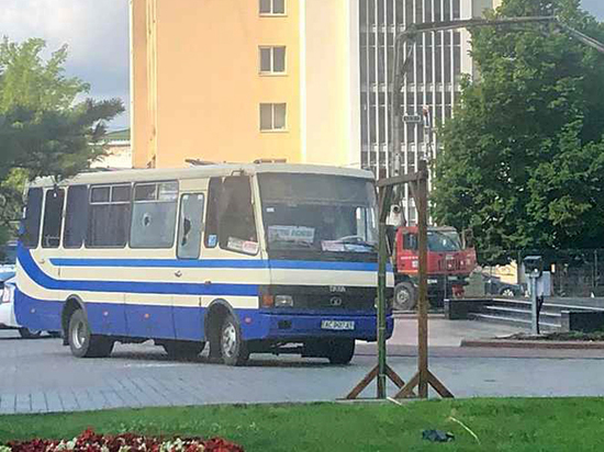 Мужчина захватил автобус и взял пассажиров в заложники в Луцке