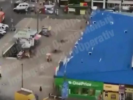 """Украинская полиция уничтожила две бомбы на рынке """"Минский"""" в Киеве"""