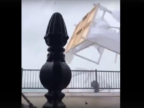 Смерч уничтожил пляж в Сочи: летали кровати