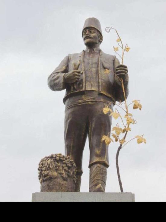 В Одессе памятник Ленину превратили в монумент болгарину