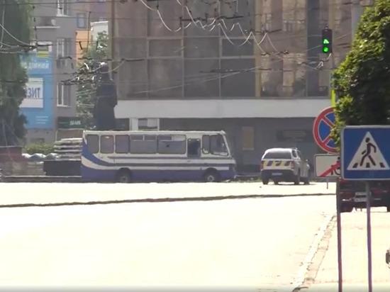 Террорист в Луцке после разговора с Зеленским освободил трех заложников