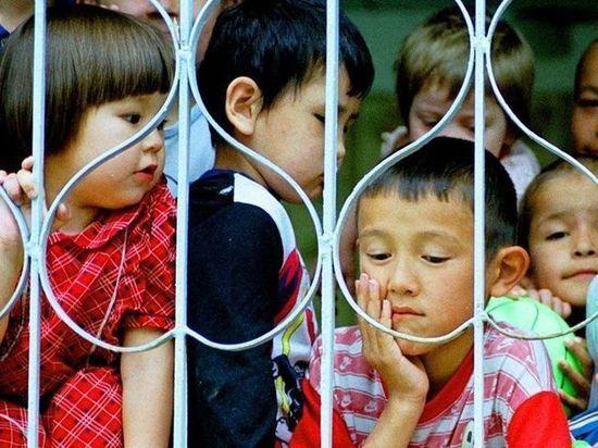 В Казахстане ежегодно 18% приемных детей возвращают в детские дома