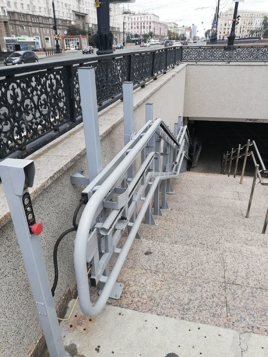 В подземных пешеходных переходах на площади Революции открылись подъемники
