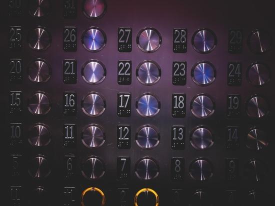 Пенсионерки выживали в застрявшем лифте 4 дня и сами спаслись