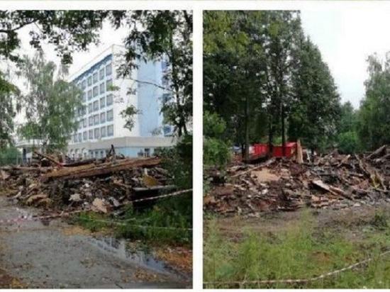 В Кирове снесли ветхий дом на Красноармейской