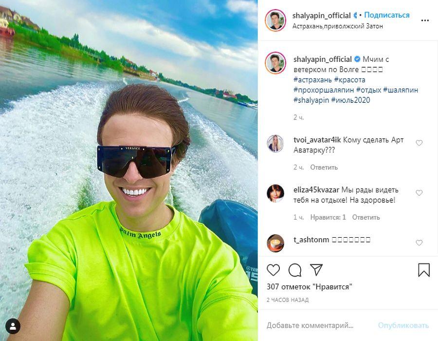 Прохор Шаляпин привёз на отдых в Астрахань старую подругу: фотоподборка полуобнаженных экс-возлюбленных