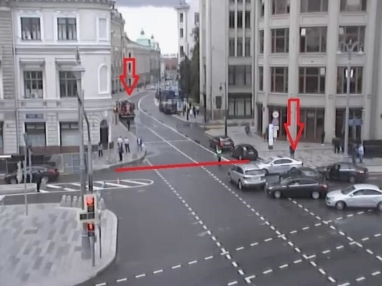 В Москве перекрыли движение по Ильинке из-за подозрительного предмета