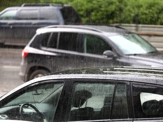 В Липецке устраняют последствия сильного дождя