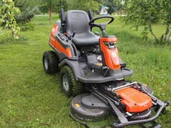 Абаканская администрация купила трактор, который заменяет 20 косарей