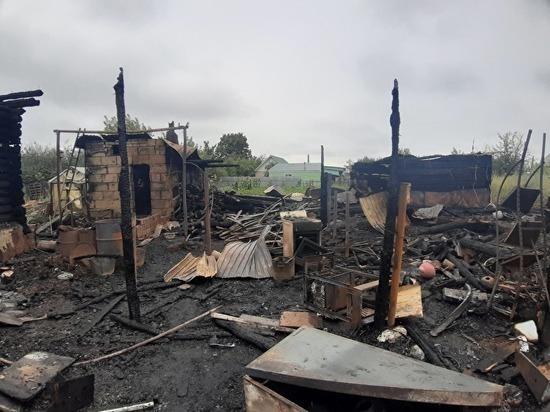 Вселе Аргаяш из-за удара молнии сгорели дом, автомобиль и животные