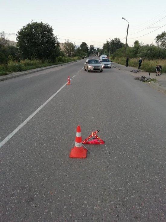 В Тверской области юный велосипедист внезапно появился на дороге и попал под автомобиль