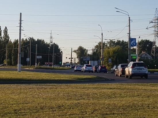 Светофор на перекрестке в направлении Дериглазова работает в новом режиме