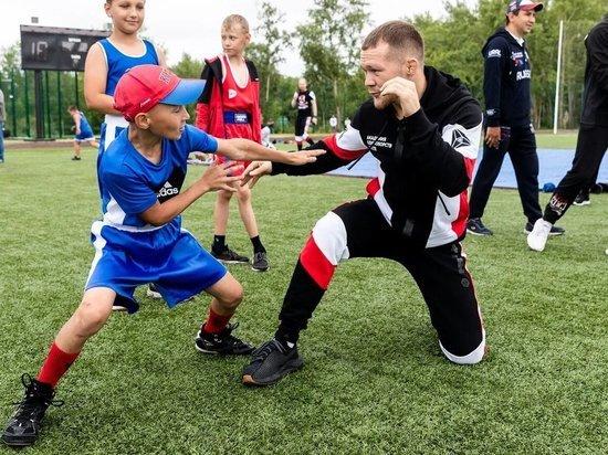 Чемпион UFC Пётр Ян провел мастер-класс для юных спортсменов Челябинской области
