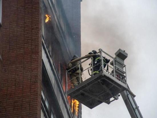 Пожар в многоэтажке Кирово-Чепецка могла вызвать молния